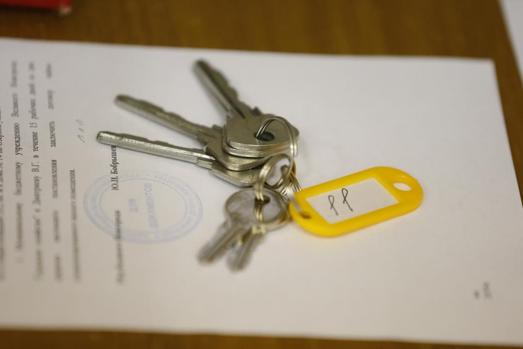 Поздравление детям сиротам при вручении ключей от квартир